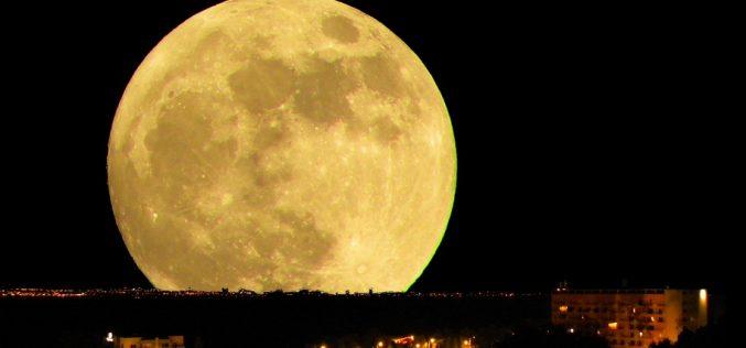 Superluna mușcă din noapte -eveniment marca Gabi Urs pe dealul Budacului