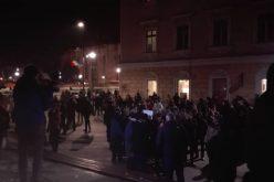 O mie de oameni i-au cerut la Cluj, în stradă demisia lui Ciorbea. Printre ei și bistrițeni