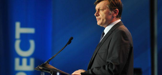 """Fostul senator Dorin Dobra : """"Un singur om ne mai poate salva: Crin Antonescu"""""""