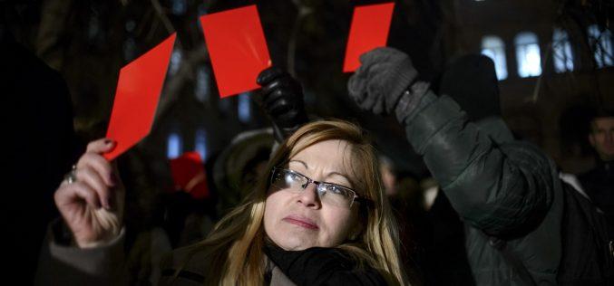 Fotografia deputatului bistrițean Cristina Iurișniți a apărut în Washington Post. Este ilustrația unui articol despre protestele din România