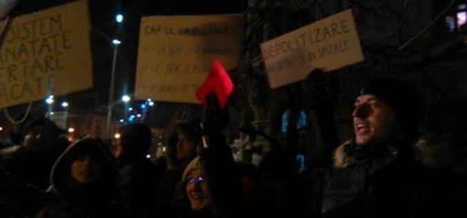 Mii de protestatari la mitingul din Capitală împotriva legii grațierii. Proteste la Cluj și la Sibiu. Deputatul Cristina Iurișniți alături de parlamentarii USR la miting