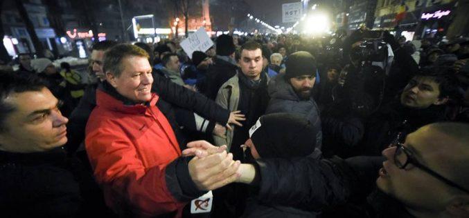 Duminica protestelor: Mii de oameni au ieșit în stradă împotriva ordonanței grațierii în București, Cluj, Baia-Mare, Suceava, Iași, Brașov, Pitești. Președintele Iohannis între manifestanți