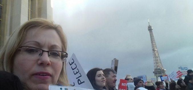 Bistrițeni la protestul de astăzi din Paris. Deputatul Cristina Iurișniți printre manifestanți
