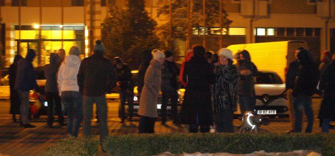 Patruzeci de bistrițeni au înfruntat frigul la miezul nopții ca să protesteze împotriva ordonanțelor