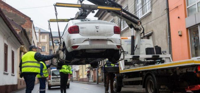 Mașinile pot fi ridicate din nou de pe străzi, spune legea. Bistrița mai așteaptă, Clujul a trecut la fapte