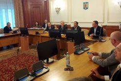 Deputații pregătiți să amputeze legea 51% produse românești: parteneriat în loc de lanțul scurt