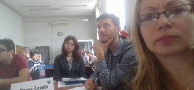 Parlamentarii USR s-au pus cu burta pe studiu. Institutul European din România îi învață cum să fie parlamentari eficienți. Cristina Iurișniți printre cursanți.