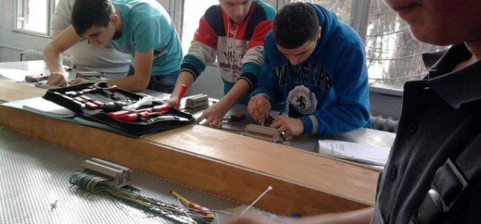 MESERII: Companiile care școlarizează elevi vor beneficia de facilități fiscale -un deputat bistrițean printre inițiatori