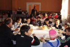 """Birocrația a învins bunele intenții: experimentul """"masa caldă în școli"""" doar pentru 2 luni."""
