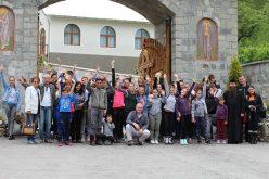 INEDIT: O parohie ortodoxă, organizații ecologiste și Garda de Mediu într-o campanie pentru kilometri albaștri la Parva