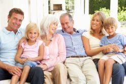 Tinerii din România rămân cu părinții până la 28 de ani. Ce spun statisticienii și sociologii bistrițeni