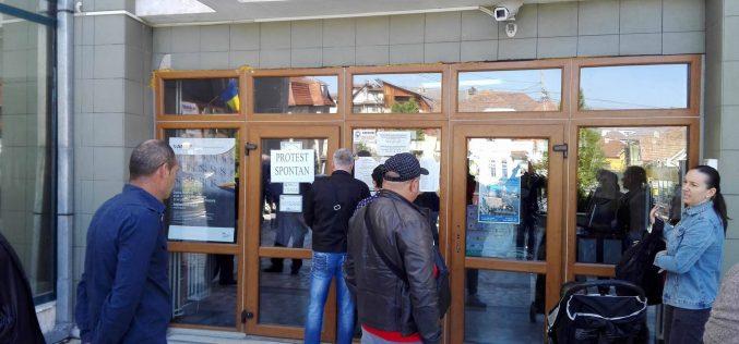 Ghișeele de la Finanțe au fost închise astăzi pentru o oră în semn de protest față de legea salarizării unice