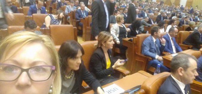Ce spun de votul la moțiune parlamentarii bistrițeni: Opoziția: Iohannis singura forță credibilă, Puterea: am demonstrat că suntem uniți.