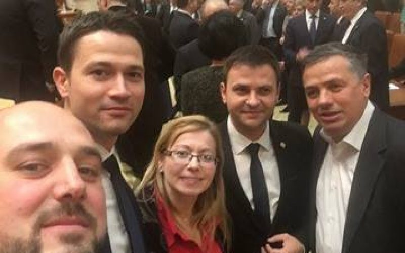 Parlamentarii PSD lăsați astăzi singuri în Parlament să-și citească moțiunea. Ce fac bistrițenii din Parlament