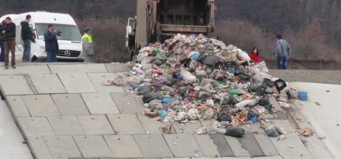 Taxa suplimentară pentru depozitarea la gropile de deșeuri amânată de Guvern. În Bistrița-Năsăud au pasat-o deja administrațiilor locale