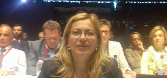 """Deputatul Cristina Iurișniți îl taxează pe ministrul Pop : """"telefonul poate fi folosit la clasă ca orice instrument didactic"""""""