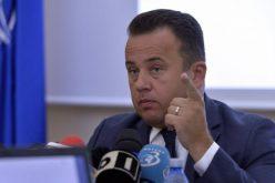 Un parlamentar bistrițean i-a cerut lui  Liviu Pop să-și dea demisia din fruntea Ministerului Educației.