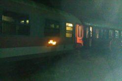 Tren care a tranzitat județul, deraiat în DEJ. Zeci de bistrițeni au așteptat azi noapte câteva ore pentru a-și continua călătoria