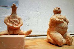 Galeria Concentric vă dezvăluie un univers fascinant: ceramica unui artist inspirat de cultura Cucuteni