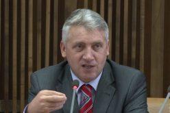 Ministrul apărării și-a dat demisia, după anunțul că nu ajung banii de salariile militarilor. Premierul zice că l-a demis