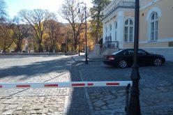 Bariera care face din parcarea Palatului Culturii una doar pentru șefime a intrat în vizorul polițiștilor. Serviciul de Investigații Criminale a deschis dosar de cercetare