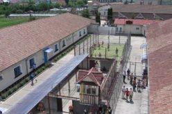 Azi intră în vigoare noua lege privind eliberarea deținuților. Penitenciarul Bistrița așteaptă clarificări