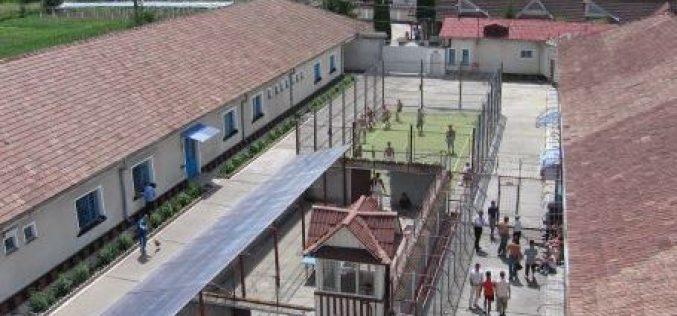 Penitenciarul Bistrița a deschis ieri anul școlar. Certificatele de studii primite de deținuți nu vor preciza unde au făcut școala