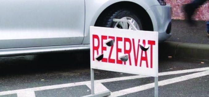 Firmele nu mai pot rezerva locurile de parcare publică din Bistrița. Toată lumea va plăti pe principiul primul venit, primul servit
