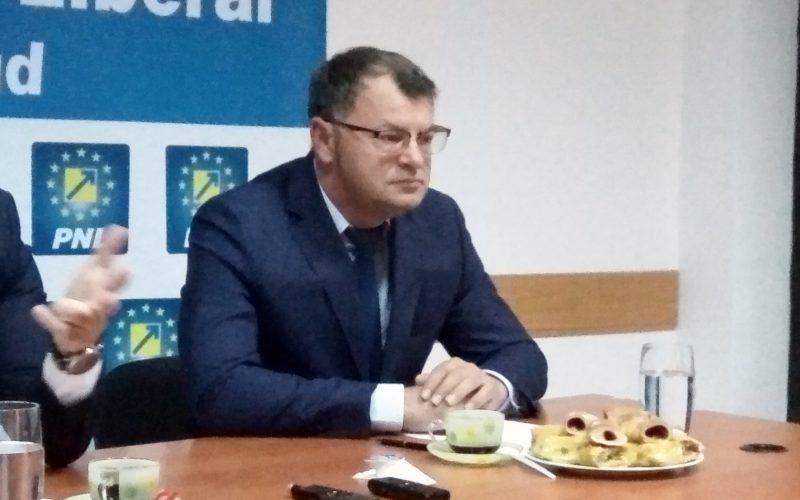 """Sorin Hangan spune că semaforizarea trecerii de cale ferată din """"Lucian Blaga"""" trebuie făcută la pachet cu cea din Slavici"""