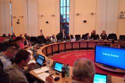 Scandal astăzi pe majorarea tarifelor pentru piețarii din Bistrița: a ieșit la jumătate din cât a vrut primarul