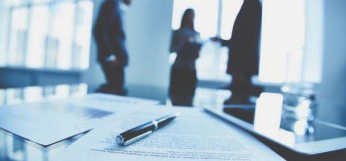 Firmele obligate de Guvern să renegocieze salariile cu angajații după o ordonanță dată în secret