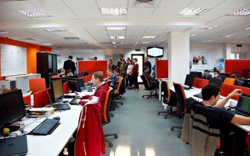 """Efectele """"revoluției fiscale"""": angajații IT pierd 20 % din salariul net"""