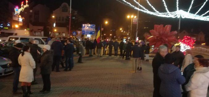 Câteva zeci de bistrițeni au participat la protestul împotriva abuzării legilor justiției. În țară au fost mii