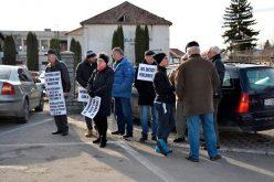 În fața Tribunalului Bistrița-Năsăud astăzi au protestat doar susținătorii magistraților. De la apel au lipsit însă  judecătorii