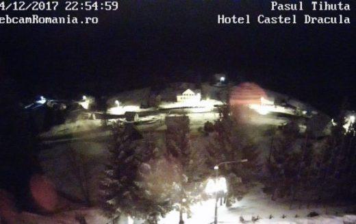 UPDATE: Alerta de trafic din Pasul Tihuța, anunțată după ninsoarea de azi noapte este păstrată deși carosabilul este degajat