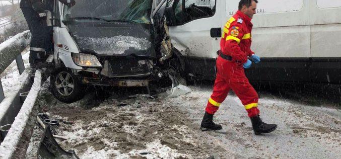 Miercurea accidentelor colective: o mașină a intrat într-un grup de copii la Nepos iar la Beclean patru mașini lovite într-un ambuteiaj