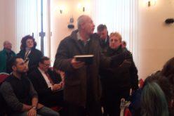 SCANDAL:  Marius Bălan dat afară cu poliția din ședința de Consiliu Local pe motiv că a depășit timpul alocat discursului