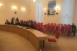 """Dezbatere pe buget fără public și fără răspunsuri din partea primarului. Consilierul local Diana Morar: """"sunt dezamăgită"""""""
