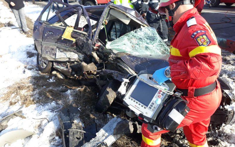 Dramă la intrare în Bistrița: un bărbat a decedat și cinci oameni au fost răniți după ce o mașină a intrat pe contrasens