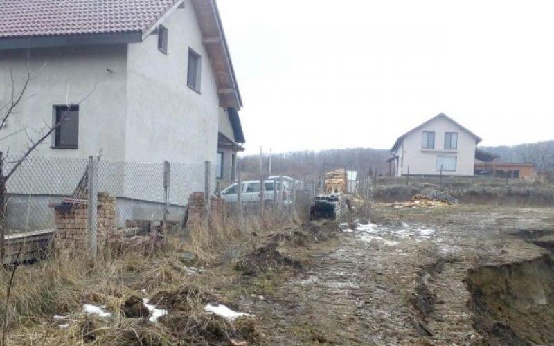Alunecare de teren la ieșirea din Bistrița pe Drumul Jelnei. Două case sunt afectate