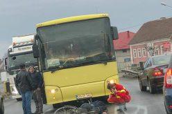 Biciclist izbit de un autobuz în Unirea