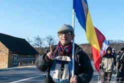 Bistrițeanul care duce  steagul unirii la Chișinău are în față 10 zile de mers pe jos
