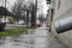 Tentativă de a scăpa de apa de ploaie din facturile consumatorilor în Parlament. Vezi care e soarta proiectului de lege