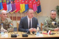 Țară-țară, vrem ostași: mii de posturi vor fi disponibile în armată, a anunțat la Bistrița ministrul Apărării