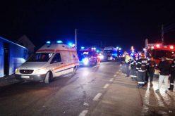 Circulație blocată azi noapte la intrarea în Bistrița după o ciocnire între un tir și un autobuz