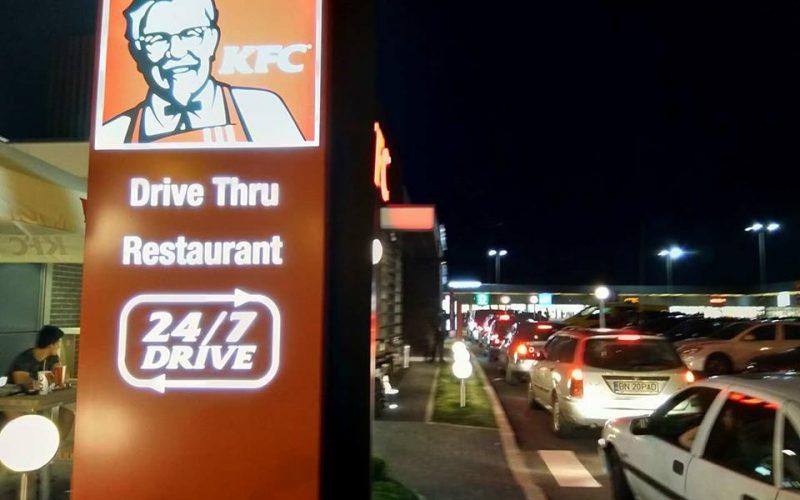 KFC a deschis restaurantul de la Bistrița fără tam-tam. Programul e doar până la 24,00