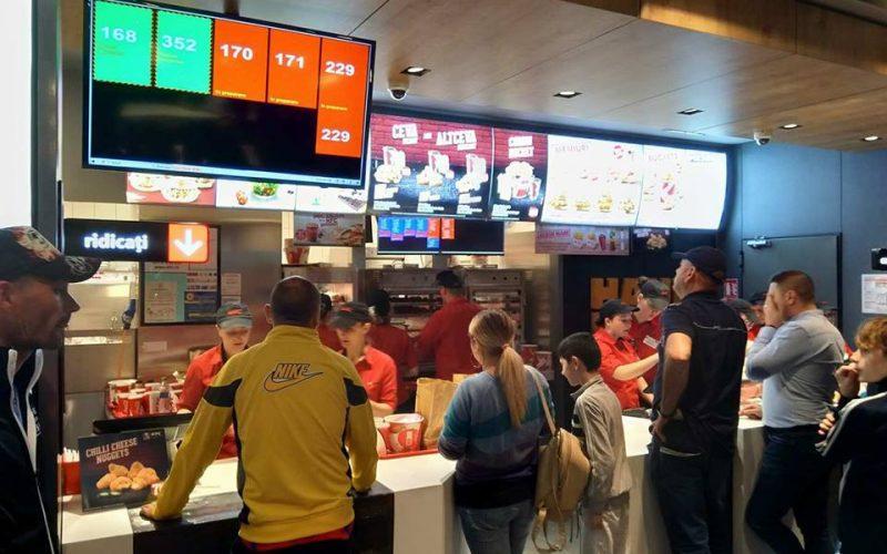 Pragmatism la KFC: întâi deschid restaurantul și a doua zi vin și cu anunțul. Vezi cât i-a costat investiția de la Bistrița