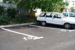 La loc comanda cu regulamentul parcărilor din Bistrita. Bătălia pentru taxa prin sms-uri la jumătate de oră.