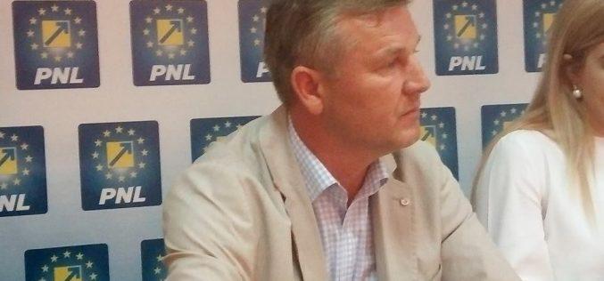"""Apel către parlamentarii bistrițeni PSD-ALDE de la un fost deputat:"""" arătați azi că mai aveți o fărâmă de demnitate și refuzați să mai fiți părtași unui grup controlat de un condamnat"""""""