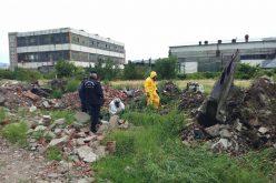 Zeci de recipiente cu substanțe potențial periculoase găsite abandonate în zona industrială a Bistritei. Ce a facut ISU